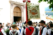 07-Musikkapelle vor Kirche
