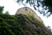 29-Ruine auf Felsblock